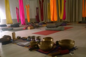aerial yoga and sound healing at yogaROCKS_tammikuu 2016
